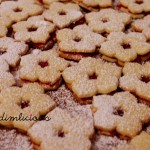 Adventsbacken Teil 1: Spitzbübchen – Advent baking part 1: German jam cookies