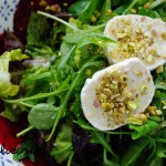 Grüner Salat mit Roter Beete und Ziegenkäse – green salad with red beet and goat cheese