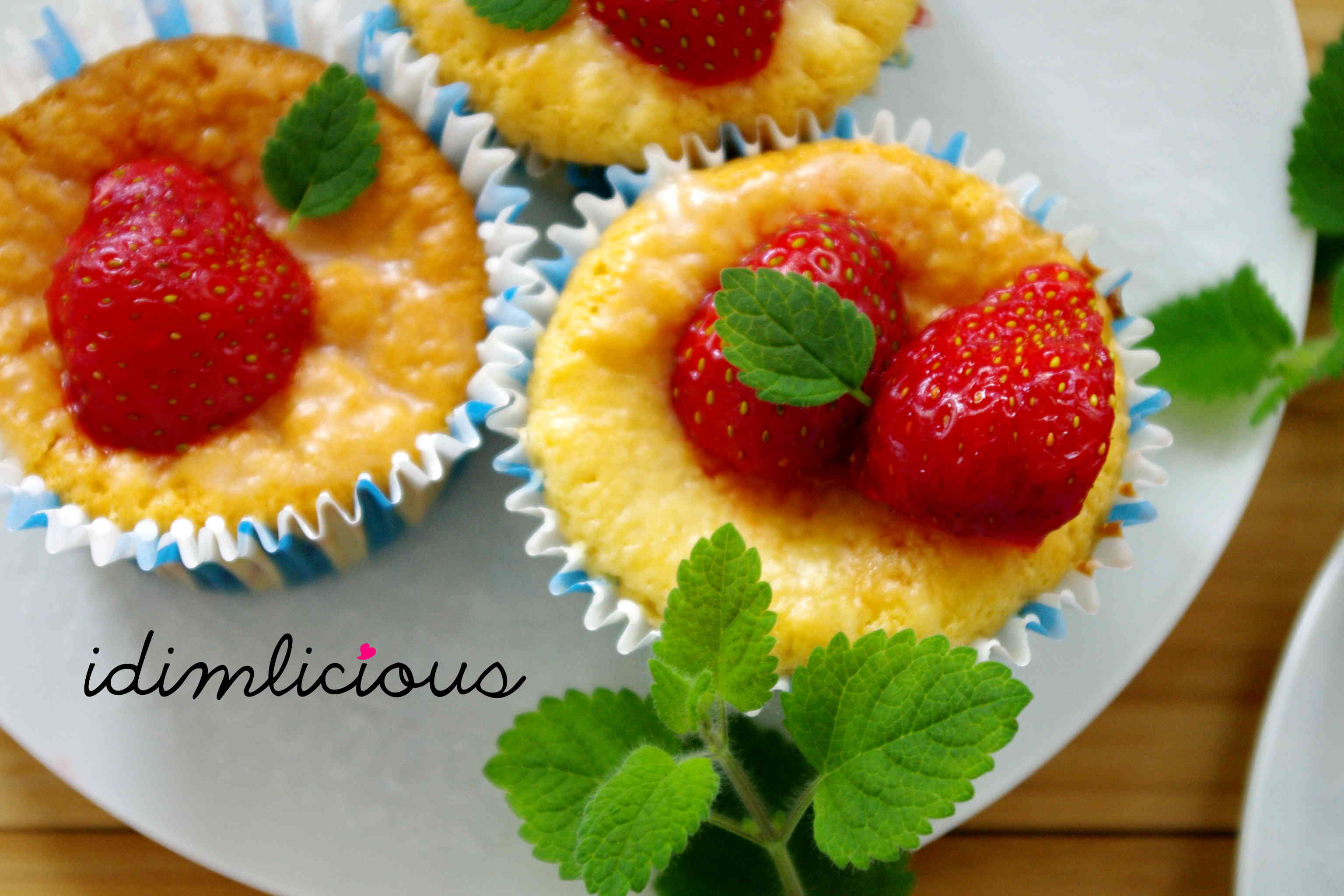 A walk on the strawberry field – Part 5: fluffy crème fraîche muffins