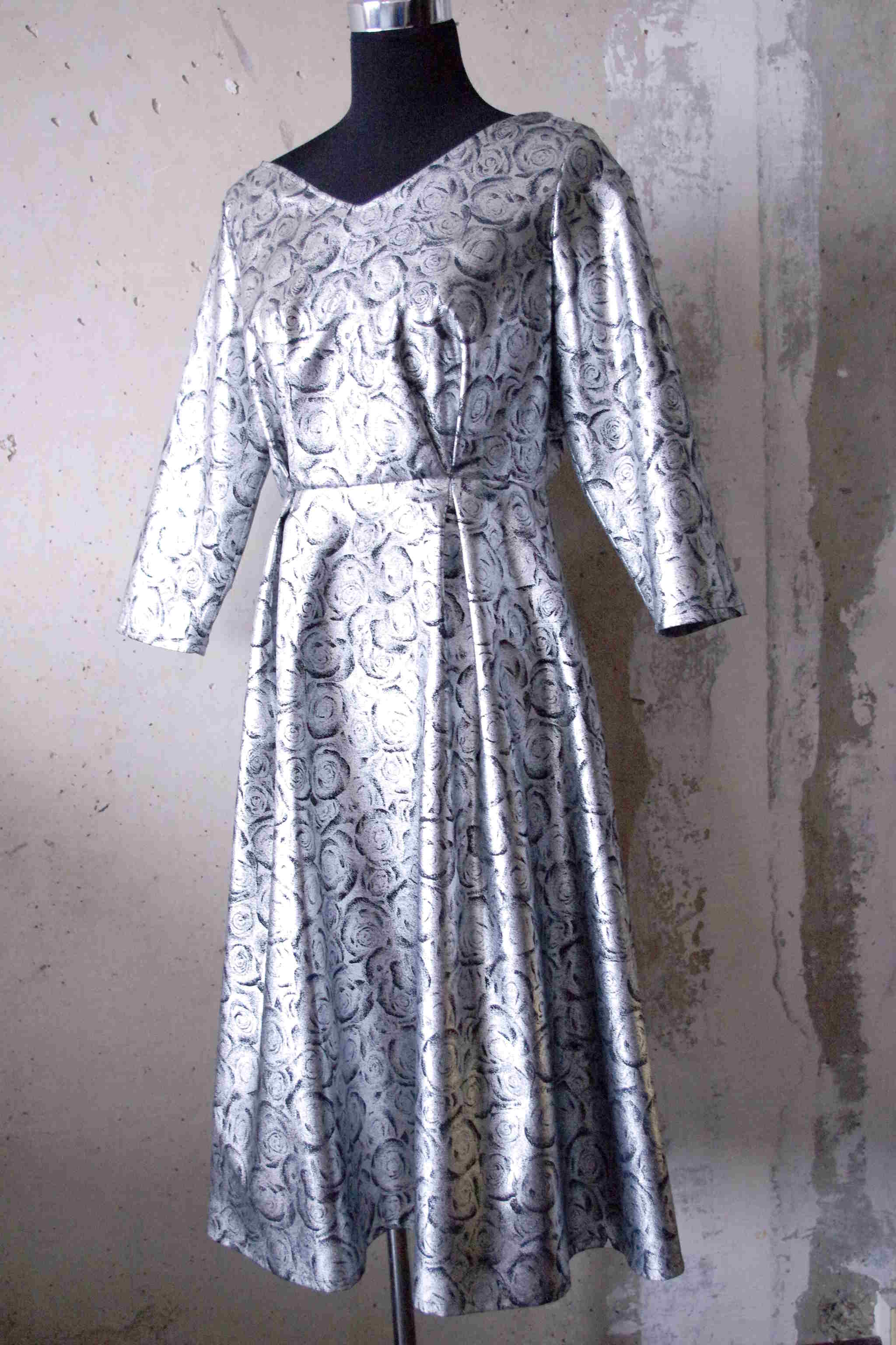 Kleidung aus Metallic-Stoffen – clothing made of metallic fabrics
