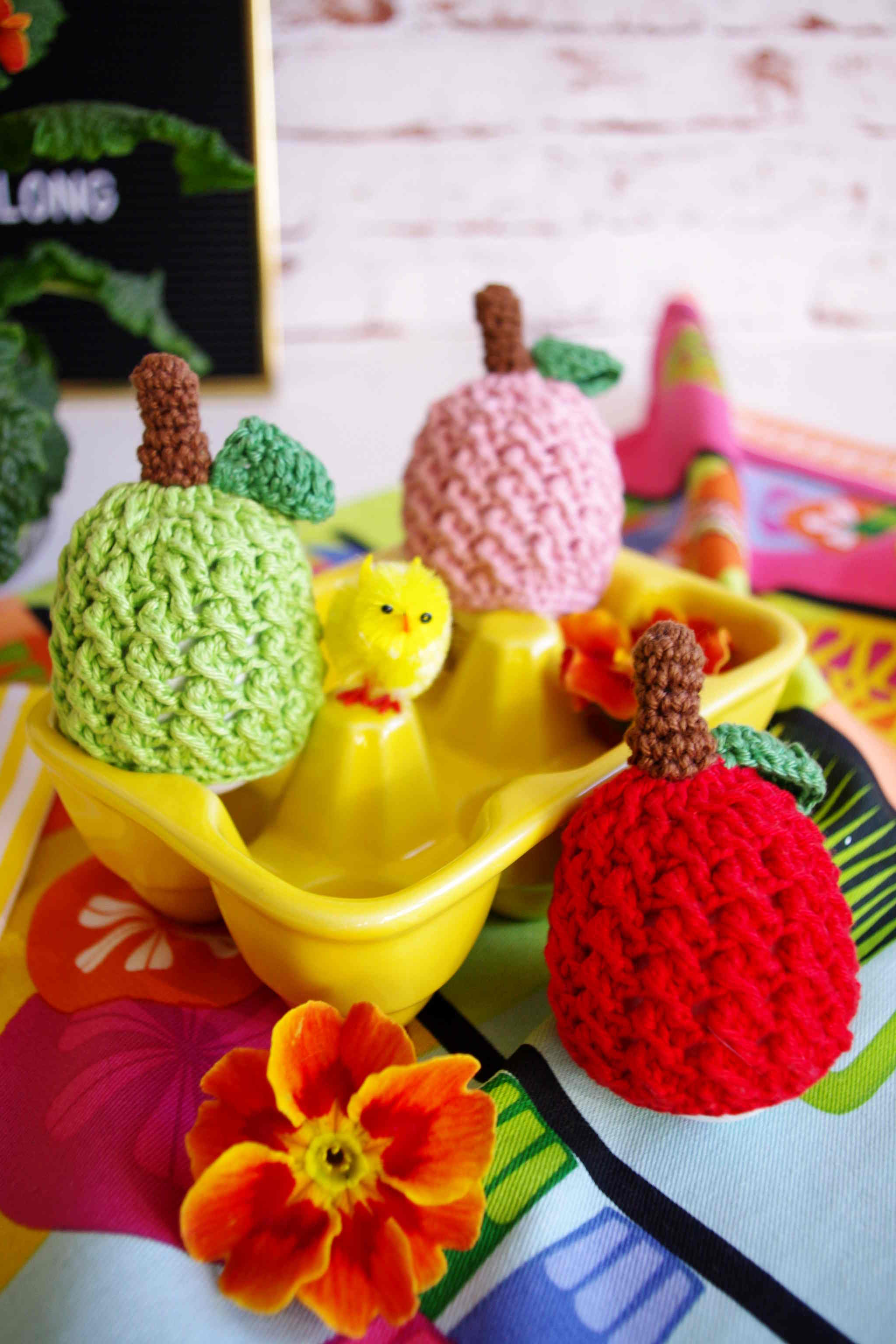 Gehäkelte Eierwärmer in Apfelform – crochet egg warmer in the shape of apples