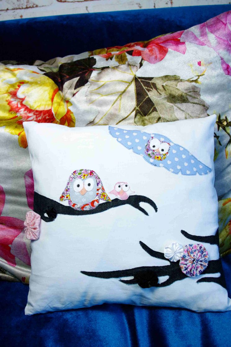 Kissen mit appliziertem Eulenpaar aus Stoffresten – pillow case with applicated owl couple