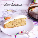 Karottenkuchen mit Haselnuss und Frischkäse-Topping – Carrot cake with hazelnut and cream cheese topping