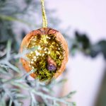 Verzauberter Wald Walnuss-Anhänger mit Glitzer und Moos - enchanted forest walnut ornaments with glitter and moss